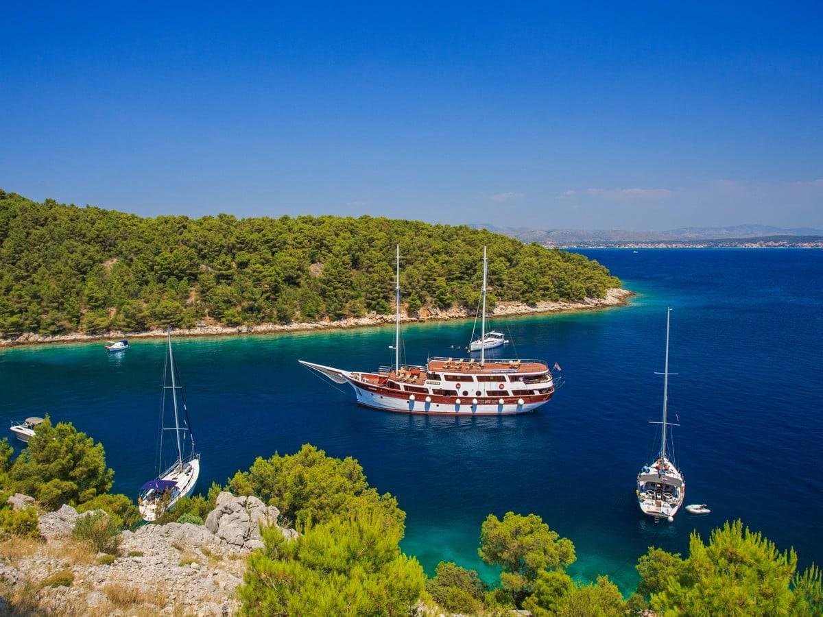 cesarica-yacht-charter-croatia-sailing-holidays-croatia-booking-yacht-charter-croatia-catamarans-sailboats-motorboats-gulets-luxury-yachts-boat-rental-2.