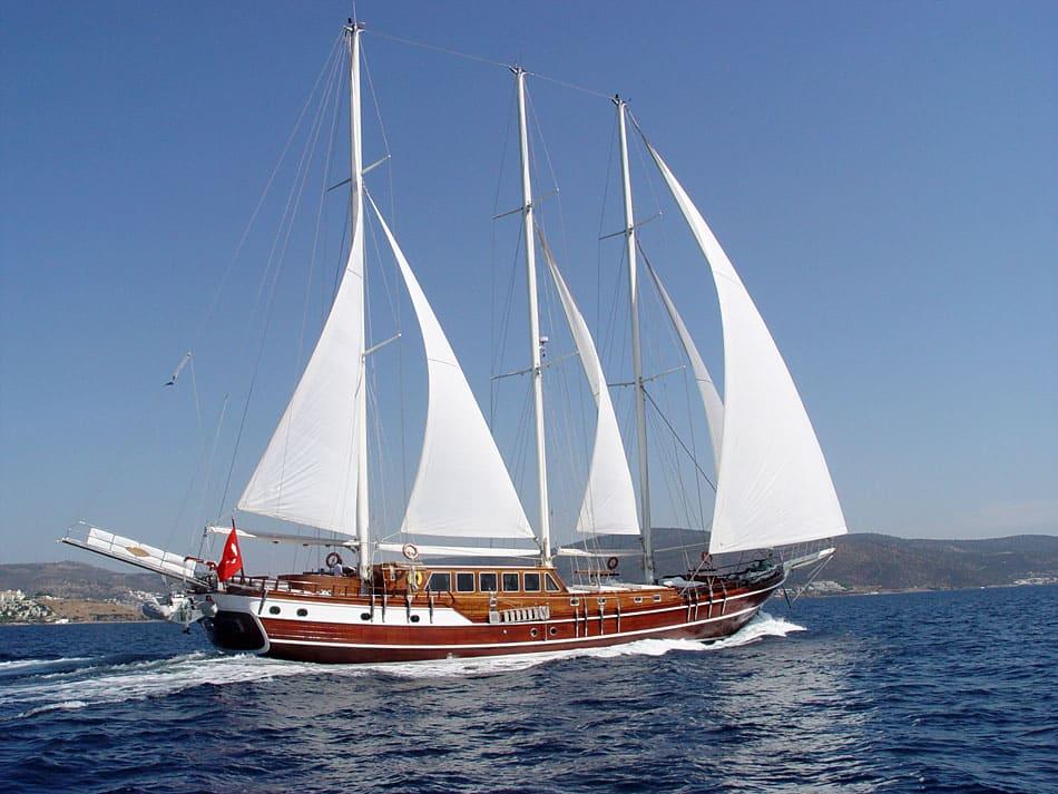 dolce-vita-yacht-charter-croatia-sailing-holidays-croatia-booking-yacht-charter-croatia-catamarans-sailboats-motorboats-gulets-luxury-yachts-boat-rental-1