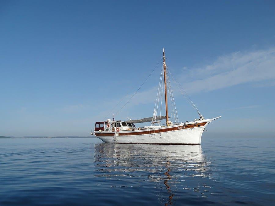 dolin-yacht-charter-croatia-sailing-holidays-croatia-booking-yacht-charter-croatia-catamarans-sailboats-motorboats-gulets-luxury-yachts-boat-rental-6