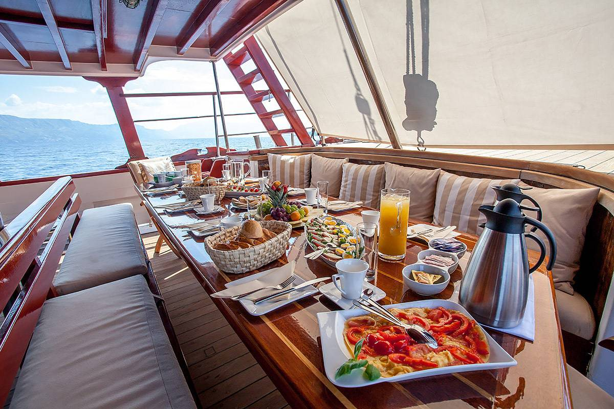 romanca-charter-croatia-sailing-holidays-croatia-booking-yacht-charter-croatia-catamarans-sailboats-motorboats-gulets-luxury-yachts-boat-rental-16