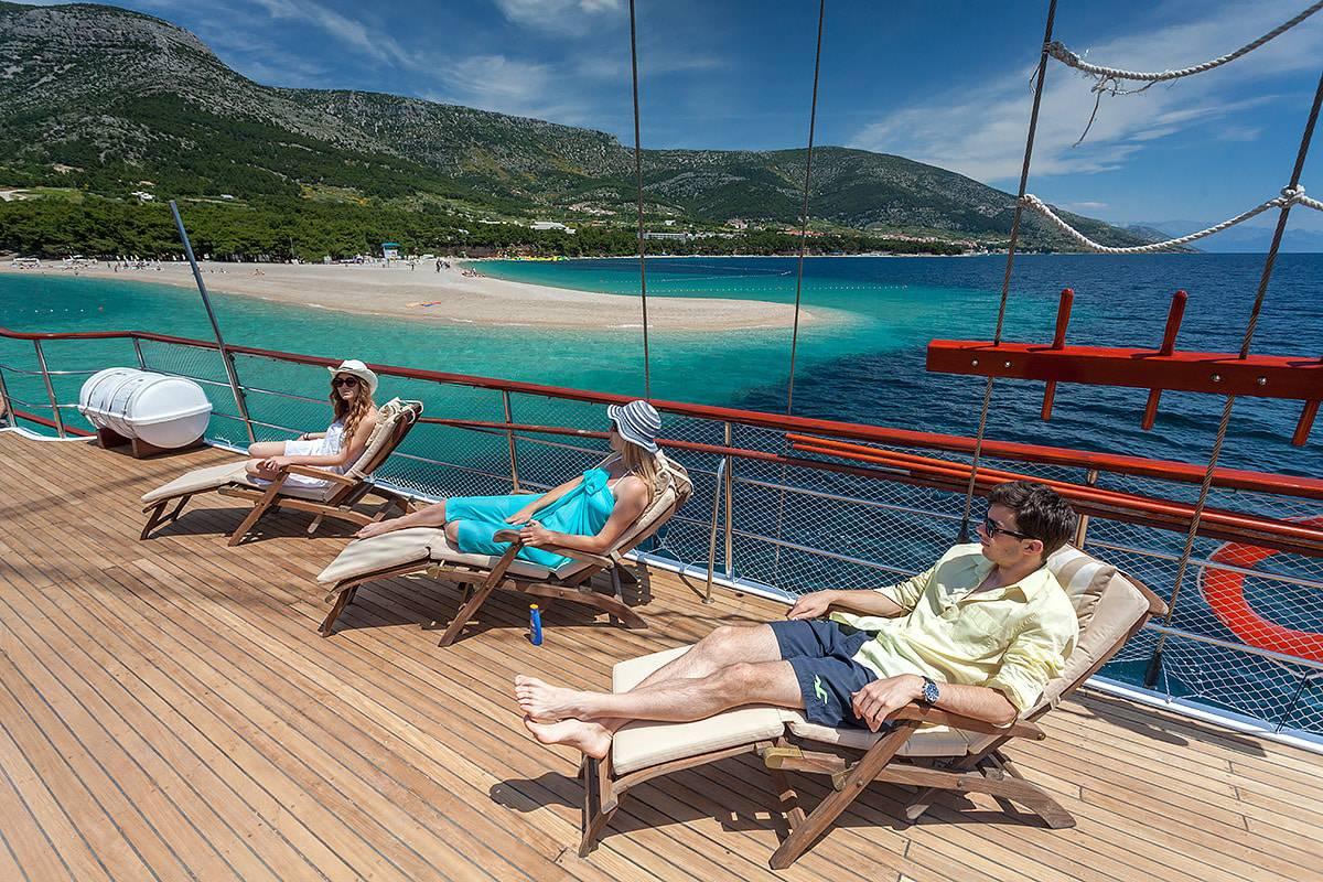 romanca-charter-croatia-sailing-holidays-croatia-booking-yacht-charter-croatia-catamarans-sailboats-motorboats-gulets-luxury-yachts-boat-rental-2